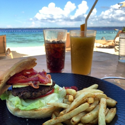 I couldn't resist getting a burger by the beach http://bit.ly/11aApau