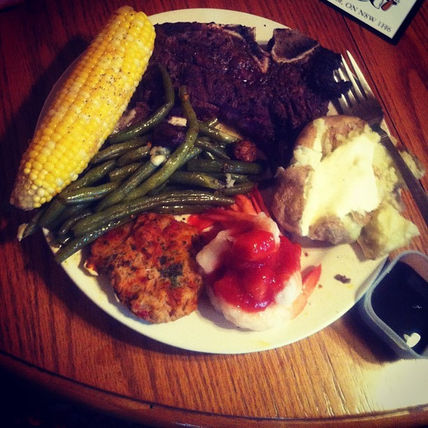 Dindin tonight #yummy #steak #greenbeans #corn #shrimp #sauce #potatoes #ranch #stuffedscallops #mmm #yum #dinner #feast #delicious #omg #scallops #butter #food #foodporn #colourful #dindin #meal #seafood #want props to big red