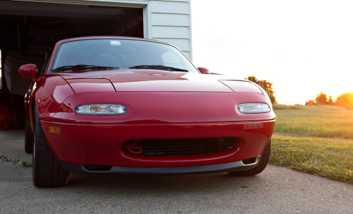 A tasty MX5/Miata with a aftermarked tow hook and the oem style lip.