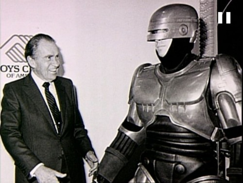 awesomepeoplehangingouttogether:  Richard Nixon and Robocop  Why didn't this ever show up in any of my old textbooks? Talk about a historical moment!