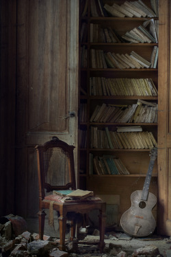 sturladur:   library and music ( explore ) (by andre govia.)
