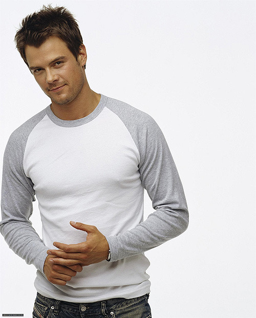 fuckyeahcuteactors:  Josh Duhamel  I always reblog photos from this shoot because I love his top. There. I've said it. Phew.