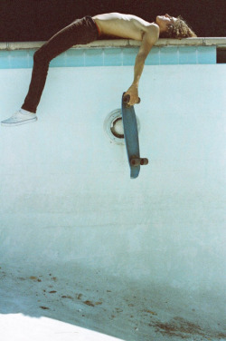 anikobarackai:  (8) lords of dogtown | Tumblr on We Heart It - http://weheartit.com/entry/57292732/via/aniko_barackai_3 Hearted from: http://ceeceemvee.tumblr.com/post/43745972978