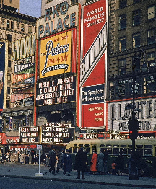 fuckyeahvintage-retro:  New York City street scene, 1950s
