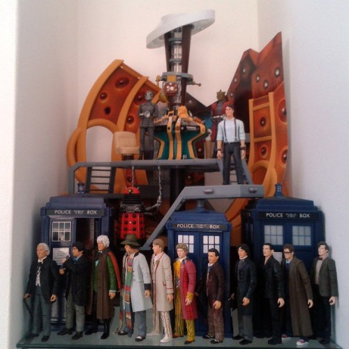 Eleven Doctors, Three Tardises(Tardii?), Two Silurians and a Dalek.. My Doctor Who corner gets more awesome #fanboy