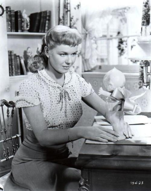 unforgettable-angels:  Doris Day  Only my favorite actress ever.