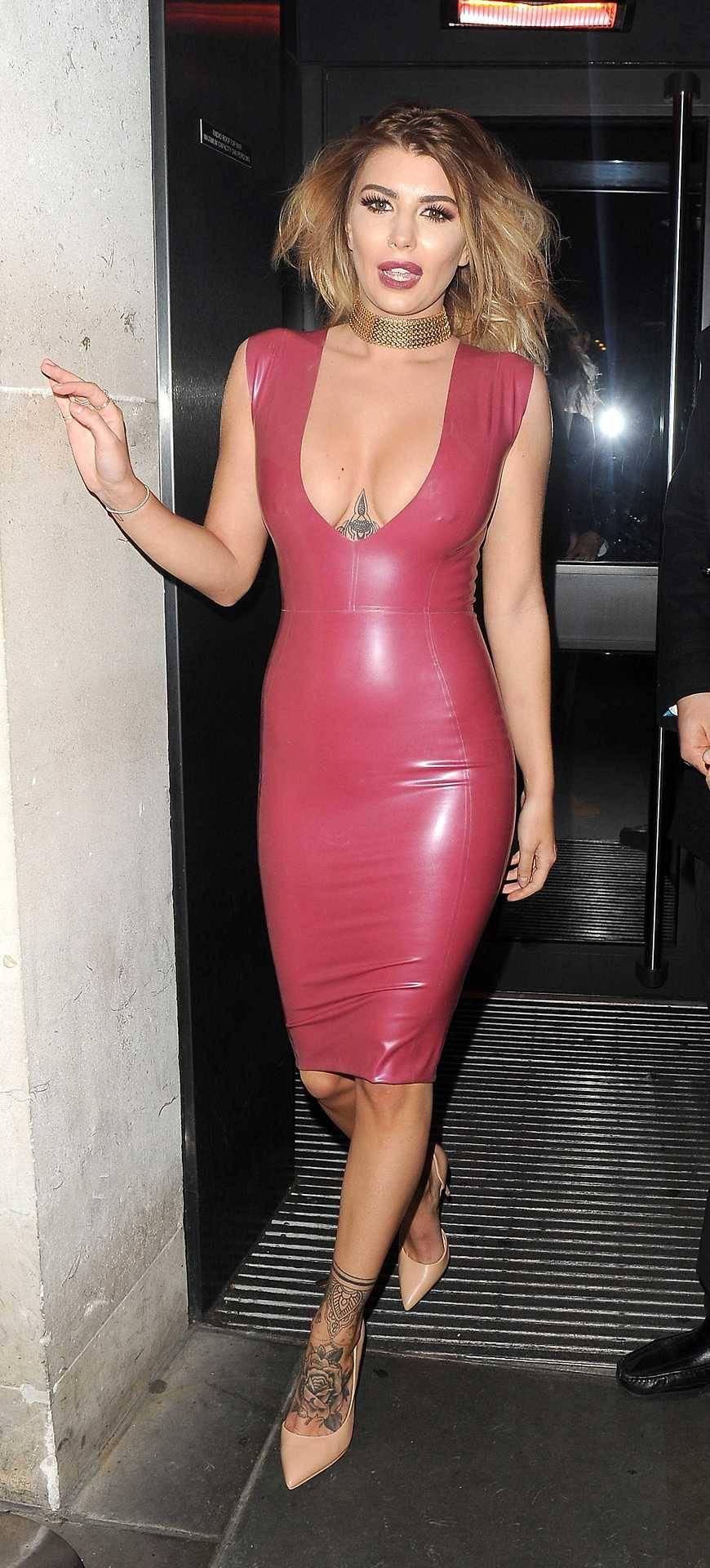 Olivia Bucklan tight dress