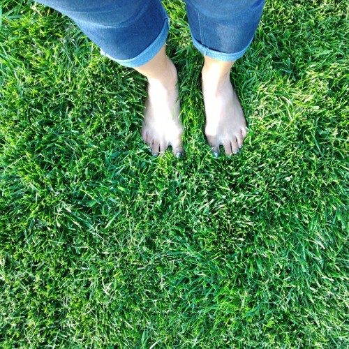 So nice to be able to walk on #grass #barefoot. It's the little things in life. There's not much of this in Thailand. I'm actually tanner, but it was such a #gorgeous #sunny day, I look white! Haha. #Midwest #Nebraska #nofilter  (at Papillion, Nebraska)