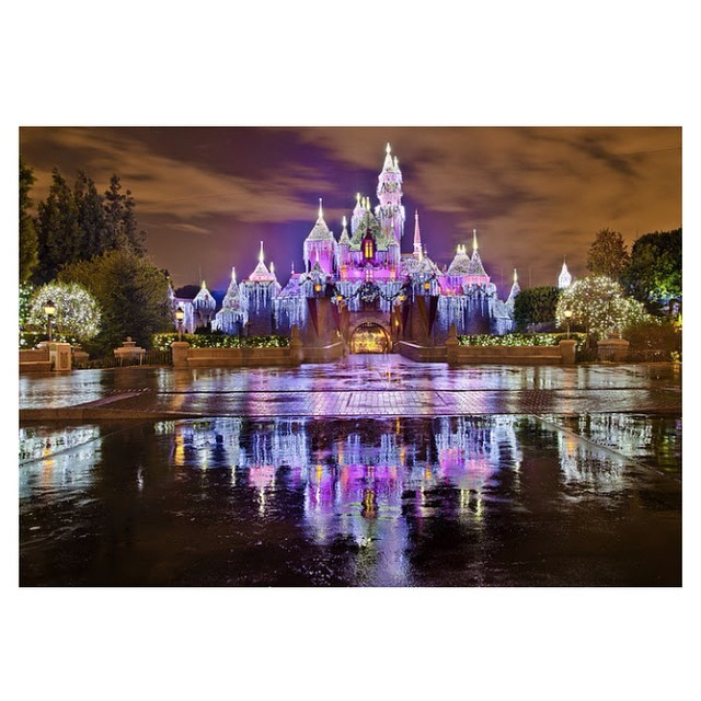 arcadiacondos:  Disneyland & Christmas 😍 two of my favourite things in one! November needs to be here already! 🎄❤️ #56Days #DisneyIsLife #Christmas