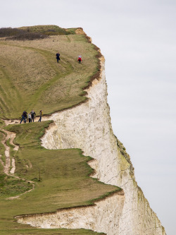 landscapelifescape:  Seaford, England People on cliff (by J_Fish)