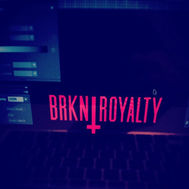 Messing around with the colorway . What do you guys think? #BRKNROYALTY #BLACKTEES #LIMITED @brokenroyalty
