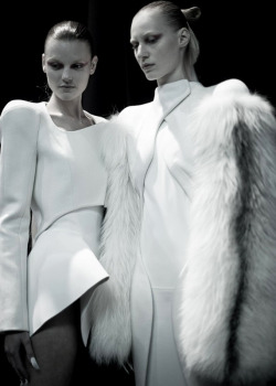 edge-to-edge:  Montana Cox and Julia Nobis @ MUGLER WOMENSWEAR A/W12 BACKSTAGE (via Dazeddigital.com)