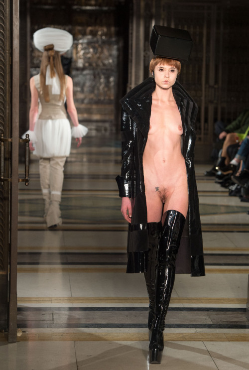Naked Model Walks Runway For Pam Hogg At London Fashion Week 2013  We've seen models who walked the runway flashing some butt cheek. We've seen models hit the runway topless. But rarely do we see models walk the Fashion Week runway completely and utterly naked. So thank you to Pam Hogg, who rectified that dearth of nudity with her London Fashion Week show on Saturday. The British designer sent her models down the runway in a bold palette of black, red and white done in shiny materials with sculptural hats.  More in the full article at Huff Post Style