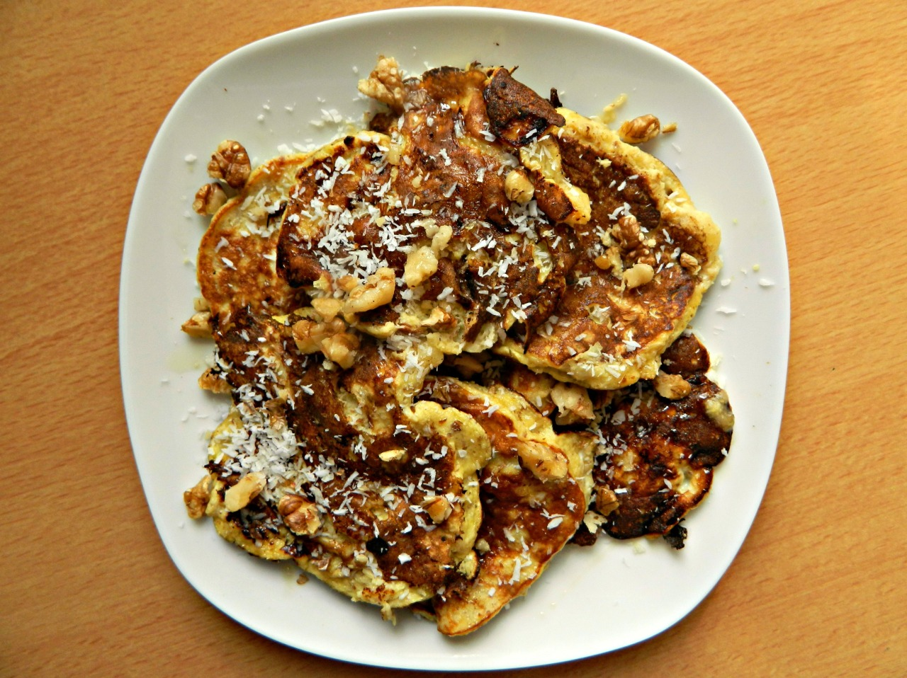 Banana pancakes (2 small bananas, mashed, 2 eggs, 3 tbsps ground almonds, 1 tsp flaxseed, cinnamon and vanilla) with coconut, agave and crushed walnuts cooked in coconut oil. I've been on a real pancake kick lately - I just haven't been wanting oatmeal. Weird!