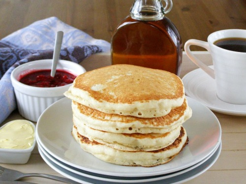 renniesane:  Vegan Pancakes!  •1 cup flour of choice (Whole wheat!) •1 tbsp sweetener •2 tbsp baking powder •1/8 tsp salt •1 cup soy or almond milk  •2 tbsp vegetable oil  —> Combine the flour, sugar, baking powder and salt in a large bowl until well mixed.  —> Mix in the soy milk and oil and beat together until batter is smooth.  —> Drop small amounts into an oiled heated  pan, cooking for 2-4 minutes each side!  —> Top with jam, peanut butter, berries, etc   —> ENJOY ! x  Renniesane / Tumblr