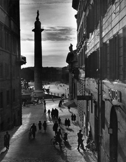 Herbert List Rome. Trajan's column. 1949 Thanks to undr