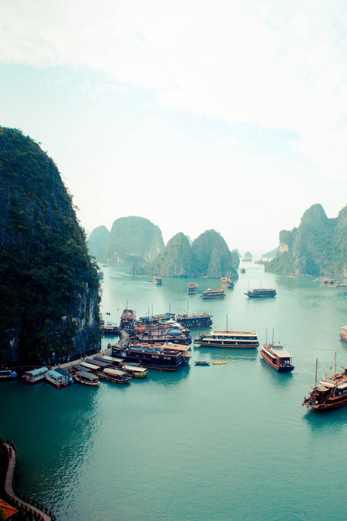 qtbduo:  Ha Long Bay, Viet Nam i miss it there…