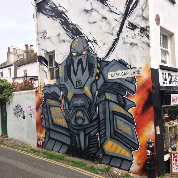 Don't mess. #robot #graffiti #streetart #mural (at Brighton)