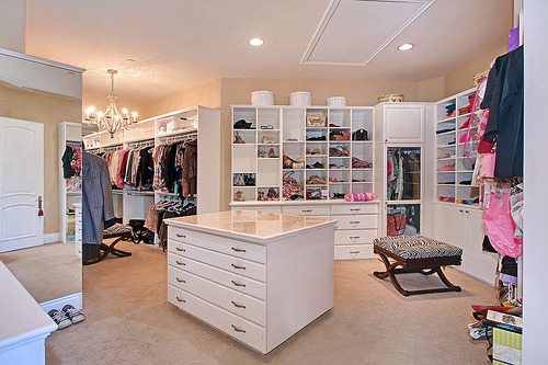 forever-and-alwayss:  omfg, dream closet right there