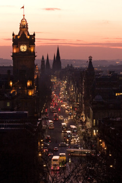 takewhatisours:  archenland:  Princes Street, Edinburgh by Thepog  I always follow back! x
