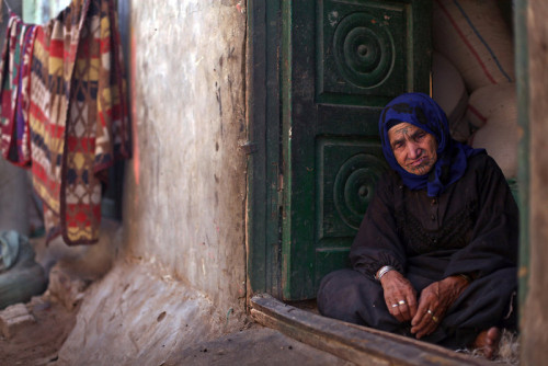 fotojournalismus:  Palestinian refugees in Egypt // May 17, 2013 As Palestinians around the world recently marked the 65th anniversary of their mass displacement during the war over Israel's 1948 creation, the refugees in Gezirat al-Fadel say they have it worse than others who fled to Jordan, Syria or Lebanon. Unlike the millions who live in refugee camps in those countries, the United Nations Relief and Works Agency (UNRWA) does not have offices in Egypt and so does not offer Palestinian refugees in Egypt assistance. [Credit : Khalil Hamra/AP]