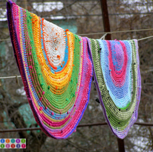 soaring-imagination:  Crochet rugs made from t-shirts.