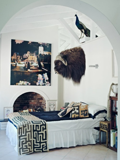 We LOVE the design of this room… but may have troubles falling asleep. ;) {image}