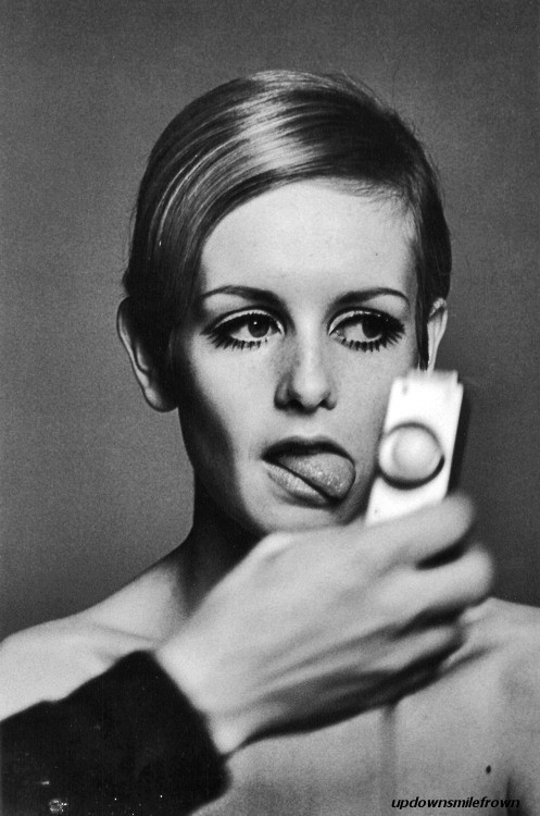 updownsmilefrown:   Twiggy at a photo shoot, London, 1966 by Burt Glinn