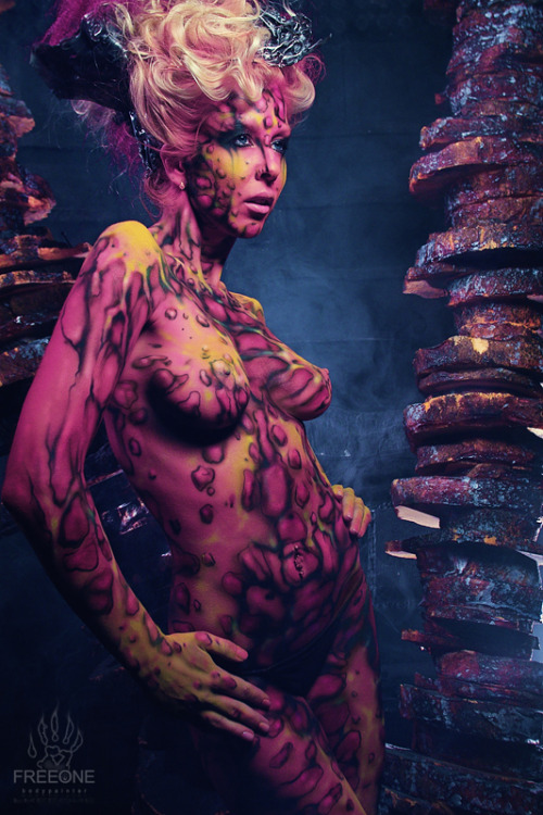 ianbrooks:  Scifi Body Paints by FreeOne When I first came across these photos, I couldnt believe that these amazing designs were body paint and not actual multi-eyed alien flesh from an unknown species FreeOne had discovered. But FreeOne is an artist, not a cosmonaut, having painted all of the elaborate future skins himself as well as snapping the pictures, though we should consider transmitting these images to extraterrestrial civilizations and seeing if they recognize any of their own.  Artist: Deviantart / Website