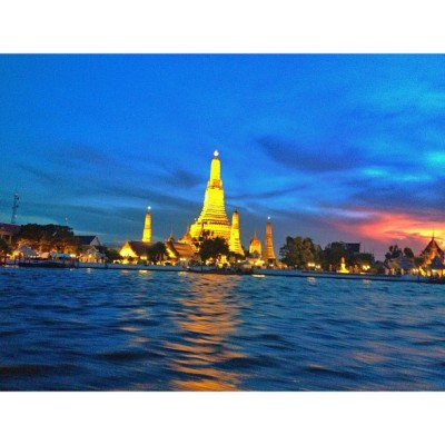 loveliest sunset #travel #gietainthailand #watarun #bangkok  (at Chao Phraya, Wat Arun)