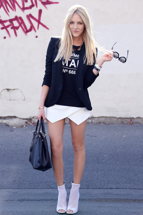 the-streetstyle:  On The White Rackvia peaceloveshea
