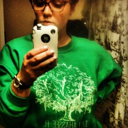 Reppin my #hometown. #tallahassee #florida #oaktree #oldefields #local #sweatshirt #glasses #ootd #homesweethome