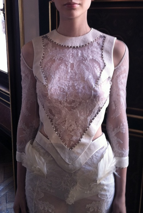 fuckyeahalternativefashion:  Givenchy haute couture f/w 2011