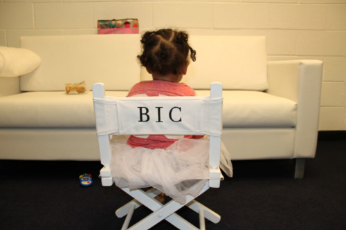 beyonce-grown-woman:  awwww…Blue Ivy on BIC fot mes. carter show