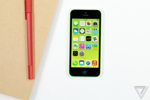 thisistheverge:  iPhone and iPad users report severe motion sickness while using iOS 7 Apple's new design style in iOS 7 has had plenty of detractors, but some may have genuine cause for complaint: the zooming and parallax animations across