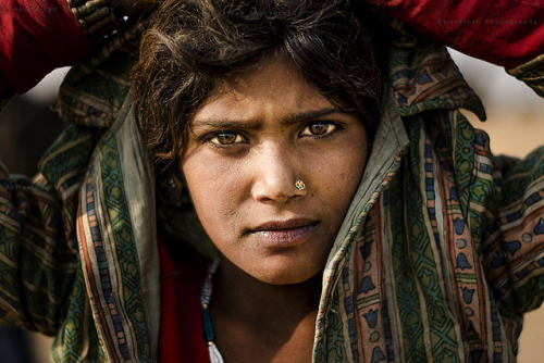 quietbystander:  Portrait From Pushkar by Akilselvan Photography on Flickr. Pushkar, Rajasthan, India