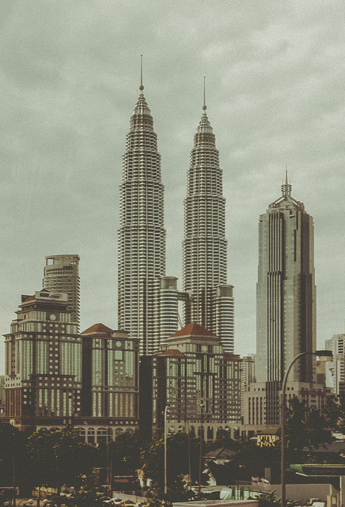 italdred:  mighty twins. (by theperplexingparadox)