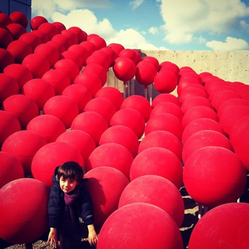 Little boy stuck in red ball sculpture #vancouver (at Science World at TELUS World of Science)
