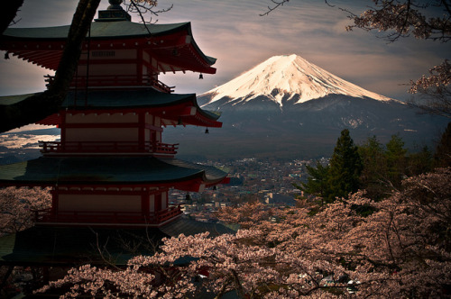dreams-of-japan:  Mount Fuji by matsunuma on Flickr.