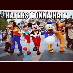 And you know this MANNN ✌ #haters #hate #disney #perfect #disneylife #disneyaddict #disneymom #mylife #mouseears #disneykid #nevergrowup
