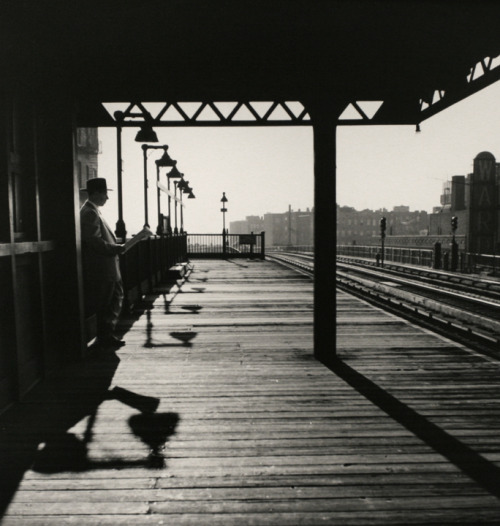luzfosca:  Larry Silver Bronx Subway Station, 1950 From Larry Silver: Early Work: New York