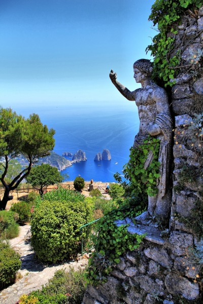 bluepueblo:  Statue, Isle of Capri, Italy photo via christina