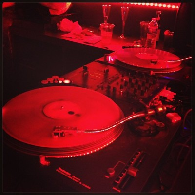 Times Square Turntables #dj #timessquare #newyork #newyears #nyc #nye #turntables #music #red #iphoneonly #instagood #photooftheday #4s #love #lowlight  (at Times Square)