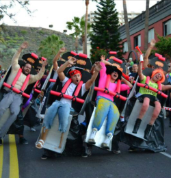 tunetechgoghead:  Just a few friends dressed up as a roller coaster.