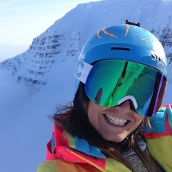 @juliamancuso has arrived in #Iceland, joining @jmcmillan, @sierraquitiquit, and the @warrenmillerent crew to make movies and photos! (#regram from Jules).