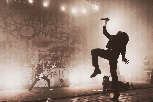 brianna-mcr-love:  My computer screen saver.. I love it!!