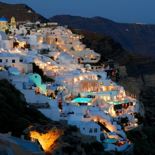 mousefaceandthebandit:  Oia Village @ Santorini, Greece (via Fancy)