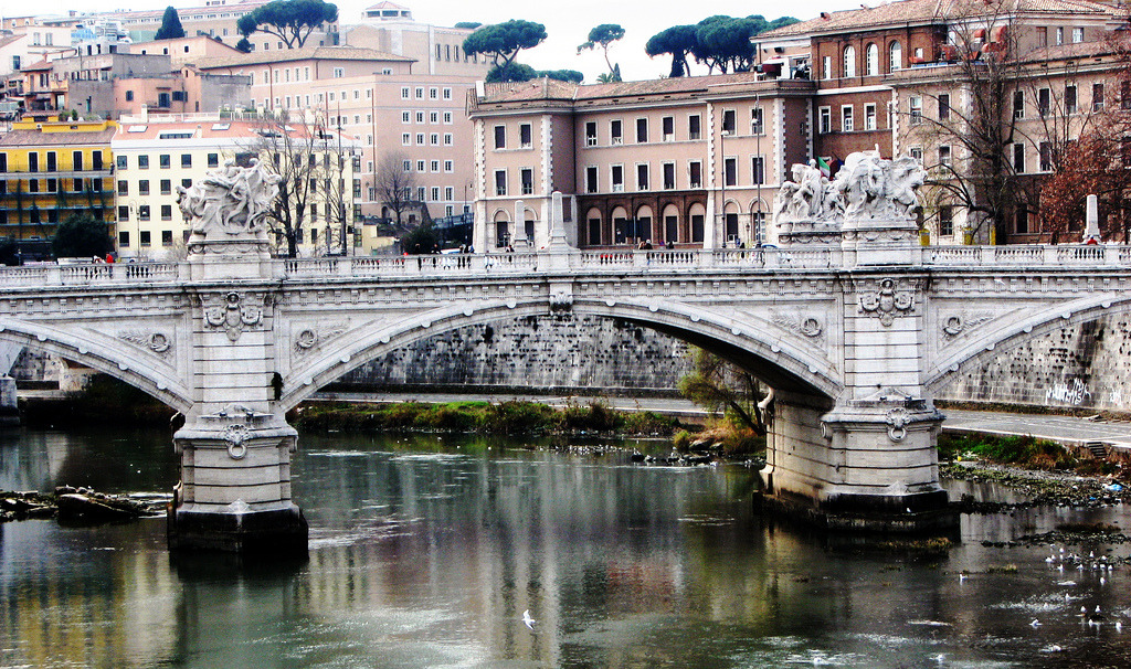 allthingseurope:  Tevere river, Rome, Italy (by MrAchab)  See you again in one week, Roma.
