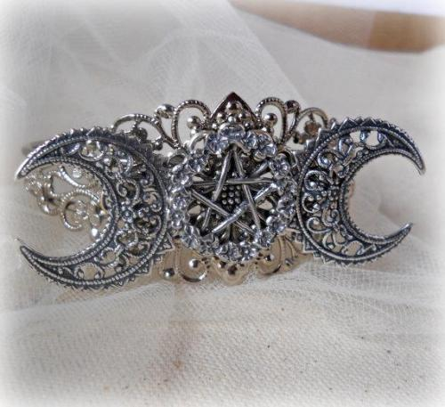 pagangirl:  gypsymoonsister:  Triple Moon and Pentacle Cuff Bracelet  asdfghjkl