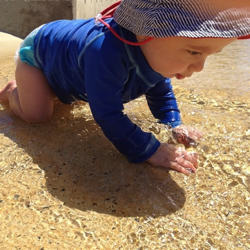Carter enjoying the water at Rockpools near Southport Briadwater. #picoftheday #followme #igdaily #igers #iphonesia #follow #goldcoast #family #dayoff #rdo #southport #broadwater